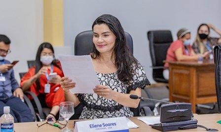 IProjetos que combatem pobreza menstrual e discriminação à mulher são apresentados por Eliene Soares