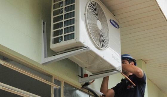 IEdifícios de uso público deverão apresentar plano de manutenção de equipamentos de climatização ambiente